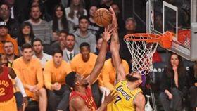 太神啦!溜馬4人快攻…麥基1人擋下 NBA,洛杉磯湖人,JaVale McGee 翻攝自推特