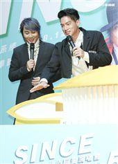 經典男團「5566」成員王仁甫、許孟哲、孫協志宣布即將在明年攻蛋。(記者林士傑/攝影)