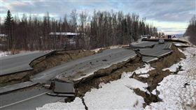 阿拉斯加地震規模上修7.0 海嘯警報發布 圖/翻攝自推特