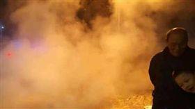中國大陸,河南省鄭州市金水區,地下熱水管爆裂(圖/翻攝自微博)