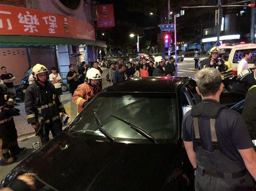 新北,土城,車禍,香港,港客,受困。翻攝畫面