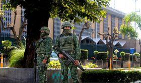有關當局今天表示,美國駐墨西哥第2大城瓜達拉哈拉領事館今天遭爆裂物攻擊。攻擊發生時間敏感,因再過幾小時,美國副總統彭斯和第一千金伊凡卡.川普即將抵墨。(圖/翻攝自@treasurecolecto 推特)