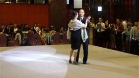 韓國瑜,李佳芬,跳舞,維多利亞(圖/翻攝自《維多利亞雙語中小學》臉書)