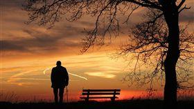孤獨,老人,高齡,老化(圖/翻攝自Pixabay)