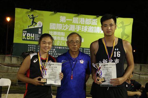 許智昆(右)與沈筠庭獲男、女最佳明星球員的。(圖/大會提供)