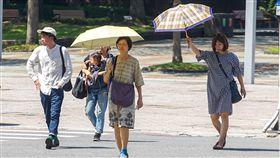 好天氣持續到21日 中秋連假北部轉涼有雨中央氣象局表示,17日起到21日各地都是晴朗穩定的天氣,22日起東北風增強,中秋連假期間北部可能有零星短暫雨,也會稍有涼意。中央社記者裴禛攝 107年9月17日