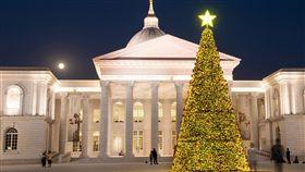 奇美博物館慶耶誕 展館首度夜間開放奇美博物館在12月的兩個週末假日推出「HOHOHO聖誕週末」活動,首度在夜間開放展館,並在戶外打造一座幸福耶誕樹。(奇美博物館提供)中央社記者楊思瑞台南傳真 107年12月2日