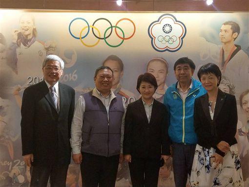 復辦東亞青運事宜,盧秀燕(左3)拜會中華奧會。(圖/中華奧會提供)