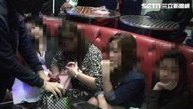 吳姓酒吧業者及其菲籍妻子,涉嫌引進菲律賓及越南女舞者來台賣淫(翻攝畫面)