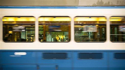 火車,斃命,死亡,硬物,英國,頭,窗戶,伸手, 示意圖/翻攝自Pixabay https://goo.gl/Dpsjfx