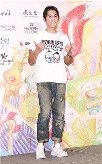 藍正龍出席中廣「擁抱希望傳出愛」義賣活動關懷唐氏症寶寶。(記者林士傑/攝影)