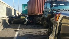 六車撞三傷1800