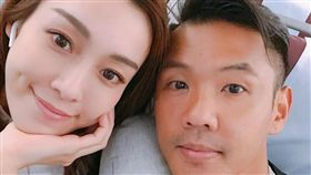 「黑人」陳建州和老婆「范范」范瑋琪,飛機上。(翻攝IG)