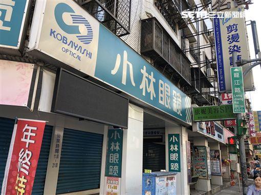 台北市中山區的《小林眼鏡》騎樓廣告看板遭駭,前天晚間8時許開始播放無碼A片(楊忠翰攝)