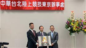 (左起)東京辦事處主任風間明蔡立義、謝長廷大使及葉政彥理事長。