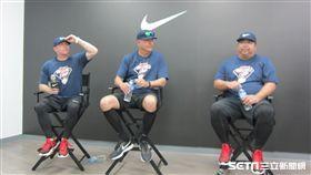 ▲美職小聯盟3名教練Darren Fenster(左起)、Dave Turgeon(多情)與江肇軒出席青棒訓練營。(圖/記者蕭保祥攝影)