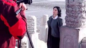 日前王菲出《國家寶藏》外景,遭民眾直擊。(圖/翻攝自微博)