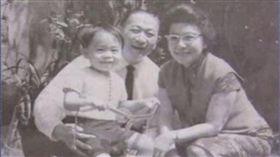 嚴凱泰、父親嚴慶齡、母親吳舜文