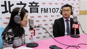 立法院副院長蔡其昌5日上午接受廣播節目「蔻蔻早餐」專訪。(圖/Hit Fm《蔻蔻早餐》製作單位提供)