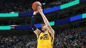 柯佛主場首秀獻神射 助爵士締造隊史 NBA,猶他爵士,Kyle Korver 翻攝自推特