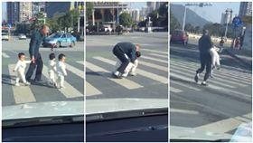 三胞胎,過馬路,帶小孩,爆笑公社,爸爸(圖/翻攝自爆笑公社)