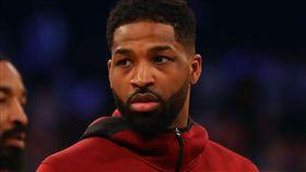 守住絕殺球 湯普森對籃網球迷比中指 NBA,克里夫蘭騎士,Tristan Thompson,中指,挑釁 翻攝自推特
