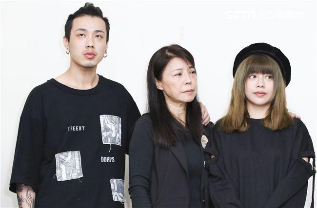 資深藝人安迪病逝,遺孀陳慧娥(阿娥)、女兒林吟蔚和兒子阿夜出面受訪。(記者林士傑/攝影)