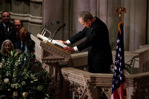 美國前總統布希,老布希葬禮(圖/翻攝自推特)