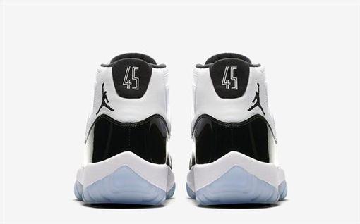 Air Jordan 11 Concord(圖/翻攝臉書)