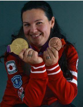 吉拉德成為第1個拿下奧運金牌的女子舉重選手。(圖/翻攝自IWF官網)
