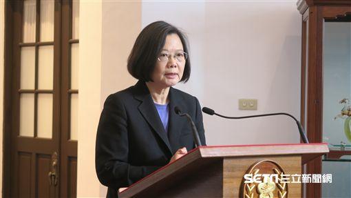 總統蔡英文6日首度在總統府進行「迴廊談話」。(圖/記者盧素梅攝)