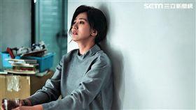 賈靜雯在新戲詮釋受害者家屬神情悲痛。(圖/公視提供)