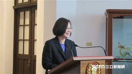 蔡英文總統6日首度在總統府進行「迴廊談話」,就相關議題向媒體說明。(圖/記者盧素梅攝)