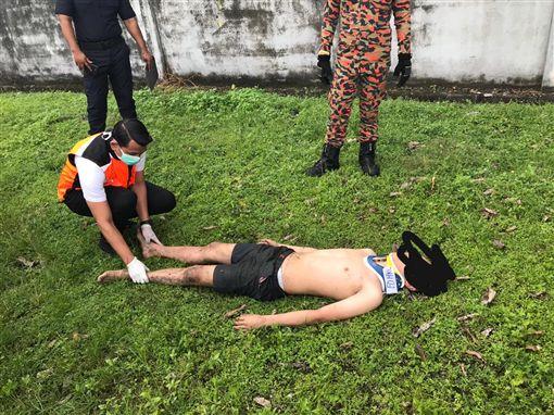 馬來西亞,輕生,化糞池,閃到腰,跌倒(圖/翻攝自中國網)