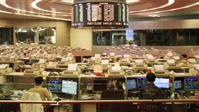 港股連漲14天  創歷來最長漲勢香港股市12日持續上漲,創造連續14個交易日收紅的最長紀錄。圖為香港交易所內部。(資料照片)中央社記者張謙香港攝  107年1月12日