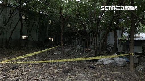 新北市樹林區大安路1家烤漆廠後方發現1顆人類頭骨,警方獲報趕抵現場採證又發現身體及四肢等骸骨(翻攝畫面)