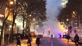 法國巴黎黃背心抗爭運動/讀者吳先生授權提供