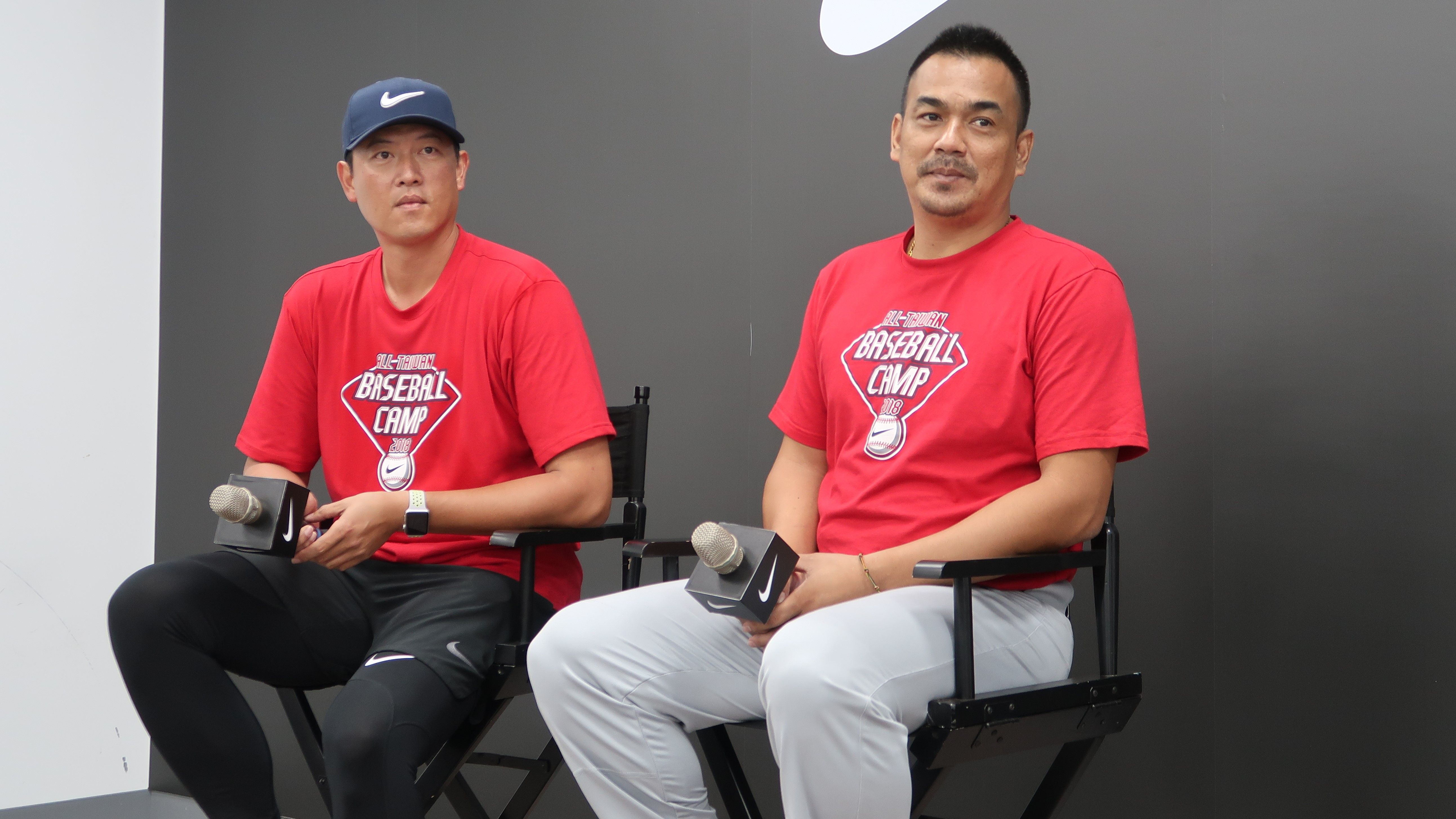 王建民與陳金鋒接受媒體訪問。(圖/記者王怡翔攝影)