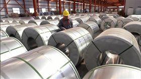 美國國際貿易委員會(US International Trade Commission)今天最終裁定,自中國進口通用鋁合金薄板已對美國製造業者造成傷害。這項調查結果將確定維持對上述產品課稅。(圖/翻攝自@Reuters推特)