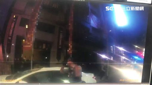 高雄,鼓山區,墜樓,砸車(圖/翻攝畫面)