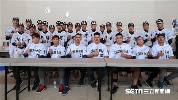 中道中學OB賽,職棒球星和球員們分享心得。(圖/記者王怡翔攝影)