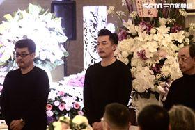 伊正的父親告別式,三立台劇的江宏恩、陳宇風、趙駿亞、陳冠霖、陳珮騏、劉至翰…等到場致哀。