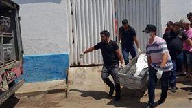 現實「劫薪日」!巴西警匪血腥大戰 8歹徒、6人質死亡(圖/翻攝自《衛報》)