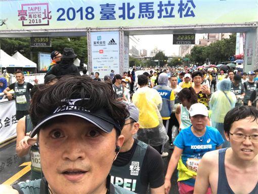 台北馬拉松,馮勝賢獻出人生第1次半馬。(圖/馮勝賢提供)