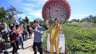 PIKO太郎宣傳花博 與林市長同舞