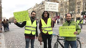 獨裁治國惹怨  黃背心要馬克宏走下雲端「黃背心」在巴黎香榭麗舍大道集結,原本是抗議調漲燃油稅,但怒火蔓延,燒到了總統馬克宏的整體政策和治國方式上。中央社記者曾依璇巴黎攝  107年12月9日