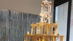 北科大用101張木凳堆成聖誕樹台北科技大學舉辦「木.作.家」15校聯合創作成果特展,為迎接耶誕節,北科大團隊用101張「福凳」,堆疊出別出心裁的聖誕樹。(北科大提供)中央社記者許秩維傳真  107年12月10日