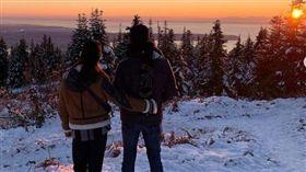 林依晨前往加拿大度假,摟著老公林于超欣賞美景。(圖/翻攝自IG)