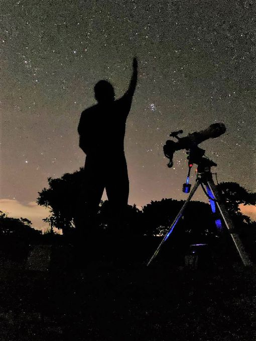 墾丁觀雙子座流星雨 天文協會提供望遠鏡雙子座流星雨預計14日晚上10時30分至15日清晨4時30分最多,屏東縣天文協會與小墾丁渡假村將合辦觀賞雙子座流星雨與46P彗星活動,天文協會也會提供巨砲望遠鏡讓民眾觀星。(小墾丁渡假村提供)中央社記者郭芷瑄傳真 107年12月10日