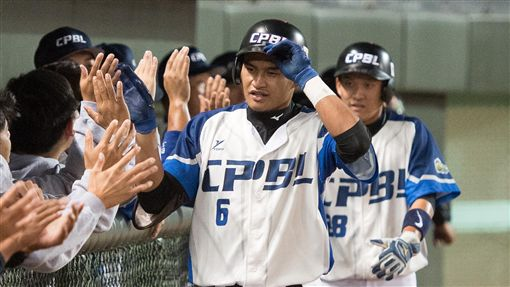 中職聯隊右外野手岳東華擊出兩分打點全壘打。(圖/中職提供)